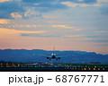 【大阪府】伊丹空港に着陸する飛行機 68767771