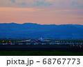 【大阪府】伊丹空港に着陸する飛行機 68767773