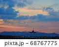 【大阪府】伊丹空港に着陸する飛行機 68767775