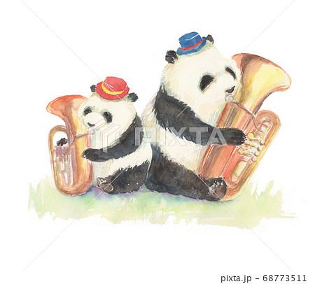 水彩で描いたチューバを演奏するパンダのイラスト 68773511