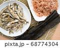 煮干し 鰹節 昆布 68774304