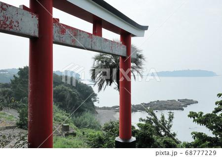 阿久根護国神社と阿久根大島(右後方) 68777229