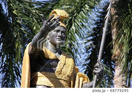 ハワイのカメハメハ大王像 アメリカ 68779295