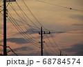茜色に染まる朝焼け雲  日の出前の朝焼け雲 68784574