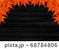 上部のみ赤い紅葉のフレーム 黒木目 68784806