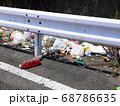 国道沿いに投げ捨てられた「ゴミ」の風景 68786635