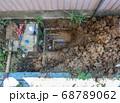 漏水していた自宅敷地内の地中水道配管を新しい管に交換する工事 68789062