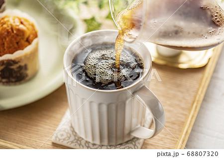 コーヒーとマフィン 68807320