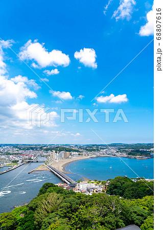 【神奈川県】爽やかな青空の湘南の海岸 68807616