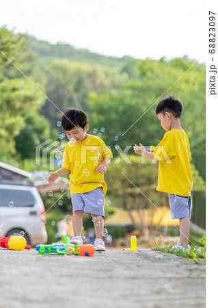 가족 라이프스타일 형제 여행 68823097