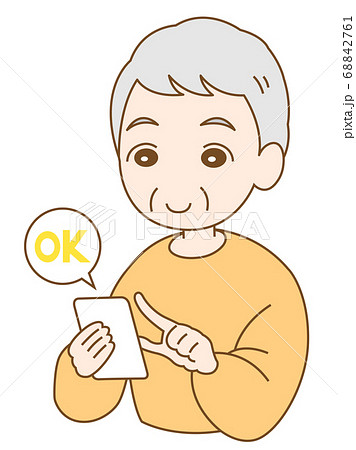 スマホを使っている笑顔の男性とOKの文字 68842761