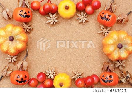 秋のフレーム ハロウィンパンプキン 68856254
