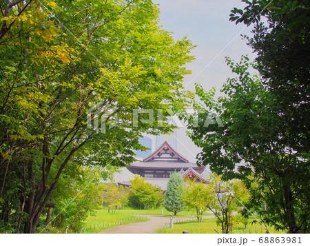 緑の中の増上寺 68863981