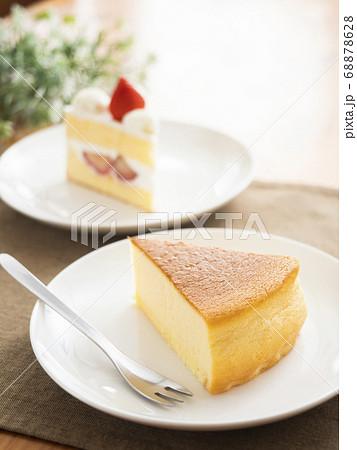 苺のショートケーキとチーズケーキ 68878628
