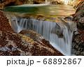秋の西沢渓谷・三重の滝 68892867