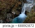 秋の西沢渓谷・貞泉の滝 68892872
