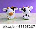かわいい牛の顔と背中 68895287