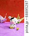 折り紙で鶴を折る牛 68895297