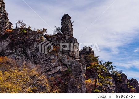 (群馬県)秋の妙義山 大砲岩・天狗の評定 68903757