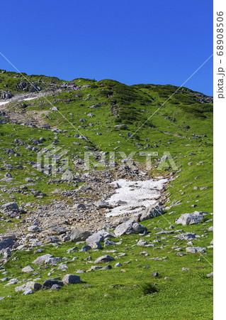 【北アルプス・立山】 室堂登山道の雪渓 68908506