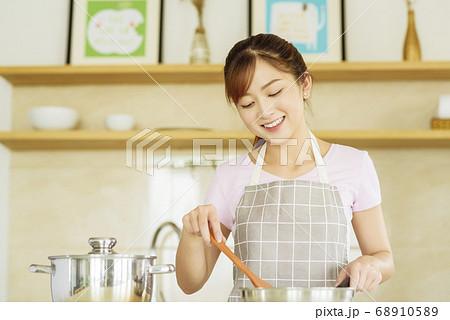 Women sticking to cooking 68910589
