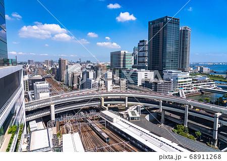 《神奈川県》横浜駅前(東口側)・都市風景 68911268