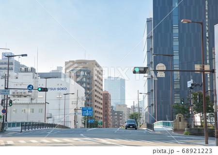 8月真夏の大阪府大阪市北区の都市風景 68921223