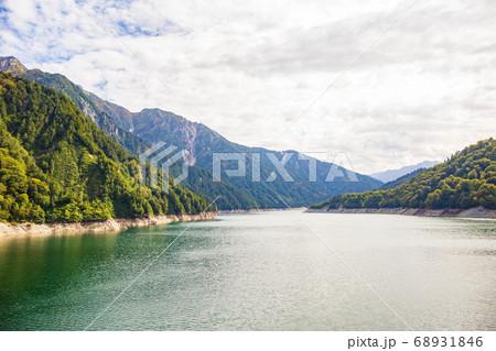 初秋の立山黒部アルペンルート161 黒部湖 68931846
