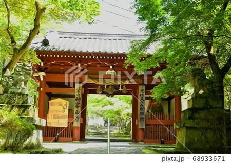 日本最初の毘沙門天 高槻市神峯山寺山門(仁王門) 68933671