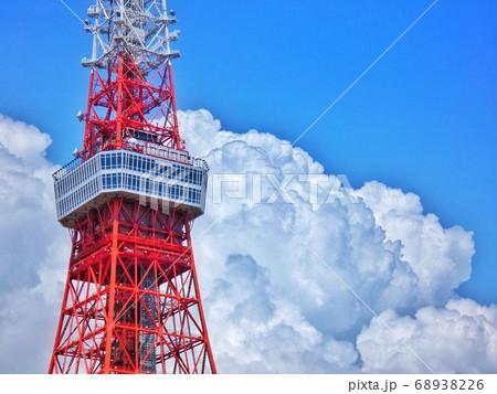 芝公園からの夏の空と東京タワー 68938226