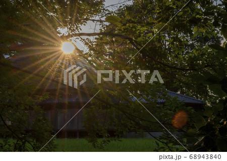 三里塚御料牧場記念館 貴賓館に当たる夕日 68943840