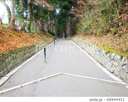 岩手県中尊寺の参道の入り口(月見坂) 68944451