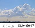 青空とスカイツリーと入道雲 68946947