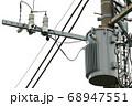 電柱の柱上変圧器(トランス) 68947551