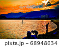 阪神西宮、御前浜海岸の夕焼けとサップボード 68948634
