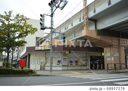 京王電鉄相模原線京王多摩川駅 駅の入口と高架 68957276