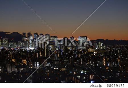 文京シビックから見た富士山と新宿副都心の夜景 68959175