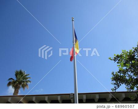 アメリカサンタモニカ晴れた日にたなびく旗 68960507