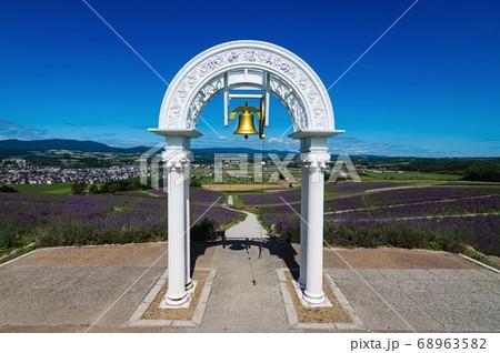 日の出公園の愛の鐘(北海道 上富良野町) 68963582