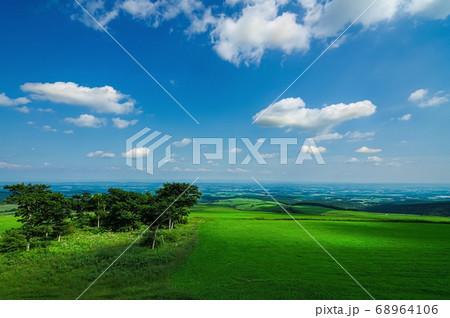高原の牧場からの風景(北海道 上士幌町) 68964106