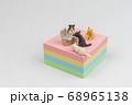 付箋の上でビデオ会議をするミニ猫たち 68965138