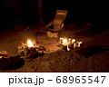 キャンプイメージ 直火での焚き火 68965547