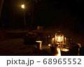 キャンプイメージ ランタン照明とキャンプギア 68965552