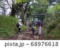 神奈川厚木市の丹沢にある大山の登山者 68976618