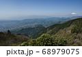 神奈川愛甲郡の丹沢エリアにある塔ノ岳のヤビツ峠ルート上から観える富士山と青空 68979075