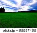 芝生と空が広がる天の川が見られる『四日市市水沢市民広場』の昼の風景 68997468