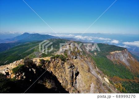 天狗岳からの蓼科山への稜線と稲子岳 68999270