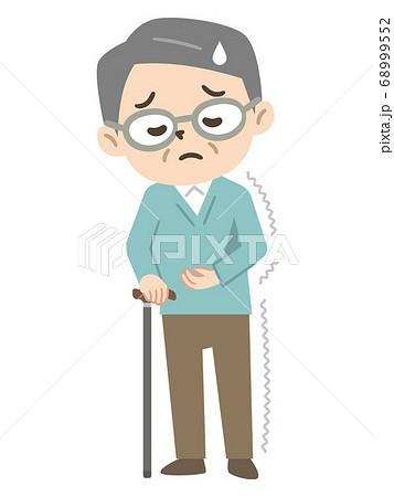 半身麻痺で杖をつく高齢者男性 68999552