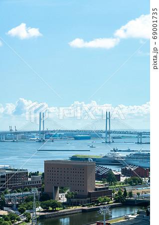 【神奈川県】さわやかな青空のベイブリッジ 69001735