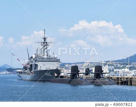 アレイからすこじま公園から見る自衛艦と潜水艦 69007822